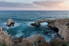 Естественный каменный мост влюбленности в Кипре Стоковое Изображение RF