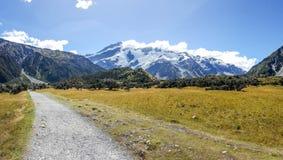 Естественный ландшафт следа в поваре держателя, Новой Зеландии стоковая фотография