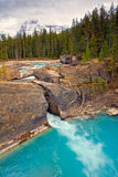 Естественный мост в национальном парке Yoho, Канаде стоковое изображение