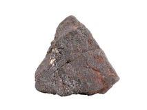 Естественный образец железной руды магнетита на белой предпосылке Стоковое Изображение RF
