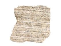 Естественный образец наслоенного песочного известняка - общая осадочная порода на белой предпосылке Стоковое фото RF