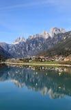 Естественный пейзаж на высокогорной деревне в Италии стоковая фотография