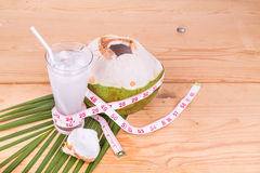 Естественный сок кокоса помогает в потере веса тела Стоковое Изображение