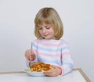 ест девушку немного Стоковые Изображения RF