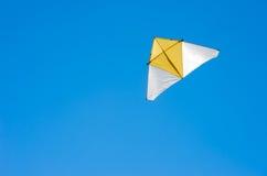 летание змея на небе Стоковое фото RF