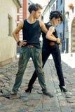 2 детеныша представляя на улицах Стоковое Изображение RF