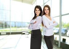 2 детеныша, привлекательная успешная бизнес-леди Стоковая Фотография