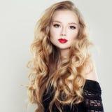 15 детенышей женщины Белокурые волосы и состав Стоковые Фото