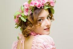 15 детенышей женщины Изображение весны Стоковое фото RF