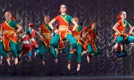 детеныши белой женщины танцульки предпосылки индийские Стоковая Фотография