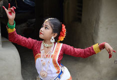 детеныши белой женщины танцульки предпосылки индийские Стоковые Изображения RF