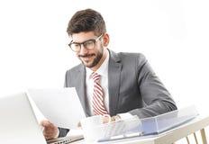 детеныши бизнесмена работая Стоковое Изображение RF