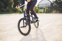 детеныши всадника bmx велосипеда Стоковые Изображения RF
