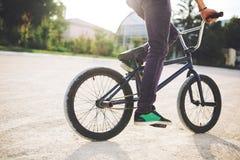 детеныши всадника bmx велосипеда Стоковая Фотография RF