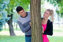детеныши влюбленности пар счастливые Стоковое Изображение