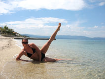 детеныши девушки пляжа красивейшие Стоковое Изображение RF