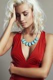 детеныши женщины красивейшего платья красные белокурая девушка сексуальная Стоковые Фото