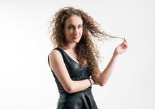 детеныши женщины курчавых волос Стоковое фото RF