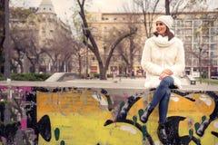 детеныши женщины места города урбанские Стоковое фото RF