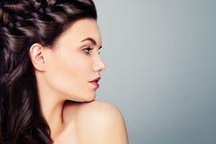детеныши женщины модели способа Женский профиль Стоковые Изображения RF