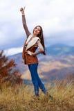 детеныши женщины парка осени милые Стоковое Фото