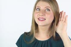 детеныши женщины сплетни слушая Стоковая Фотография RF
