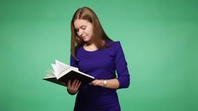 детеныши женщины чтения книги акции видеоматериалы