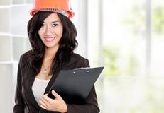 детеныши женщины шлема архитектора померанцовые стоковая фотография