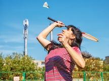 детеныши женщины badminton красивейшие играя Стоковые Изображения RF