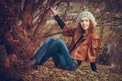 детеныши парка девушки осени Стоковое Фото