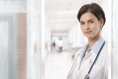 детеныши портрета доктора женские стоковые фото