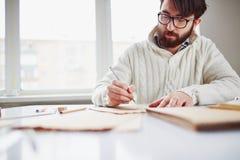детеныши портрета человека чертежа белые Стоковое фото RF