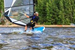 детеныши windsurfer вид сзади Стоковая Фотография RF