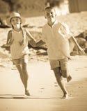дети ¿ ï» бежать совместно Стоковые Фото