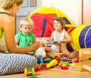 дети будут матерью играть Стоковые Изображения RF