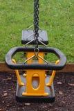 дети деятельности схематически опорожняют середину отдыха малышей никакая напольная спортивная площадка играя безопасное качание  Стоковое фото RF