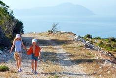 2 дети и плащи-накидк Lefkas Стоковое Изображение RF