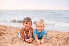 дети пляжа играя 2 Стоковое фото RF