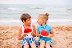 дети 2 пляжа Стоковое фото RF