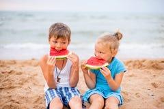 дети 2 пляжа Стоковые Изображения