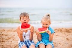 дети 2 пляжа Стоковые Фотографии RF