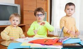 дети рисуя гору дома Стоковая Фотография RF