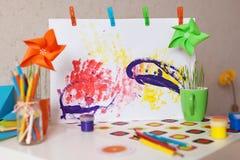 дети рисуя s Стоковые Изображения