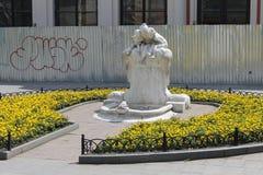 дети Скульптур-фонтана и лягушка в Одессе Стоковые Изображения