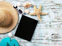 лето seashells песка рамки принципиальной схемы предпосылки Стоковые Изображения RF