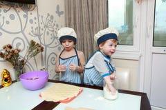 2 дет варя вареники Стоковые Изображения RF