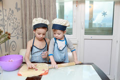 2 дет варя вареники Стоковая Фотография RF