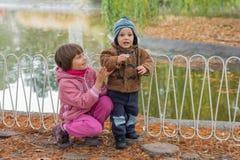 2 дет в парке Стоковые Фото