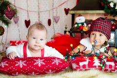 2 дет в шляпе santa Стоковое Изображение RF