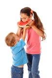 2 дет есть арбуз Стоковое Изображение RF
